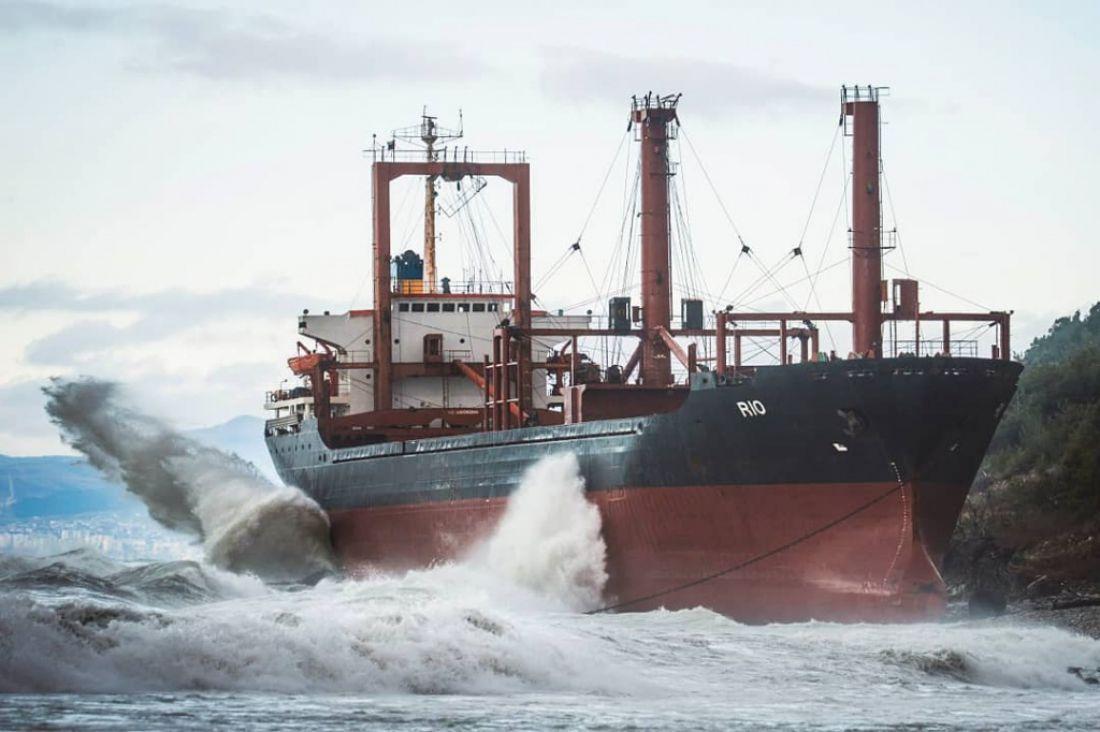 корабль сел на мель